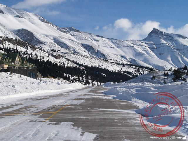Canadian Rocky Mountains - Sneeuw over de weg tijdens de rit over de Icefield Parkway