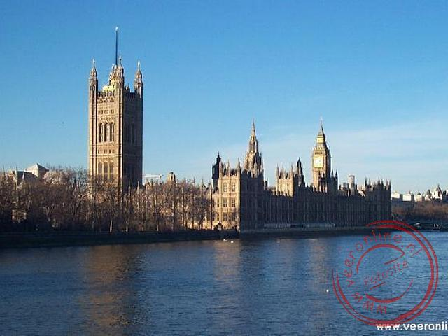 Stedentrip Londen - The Houses of Parliament aan de oever van de Thames
