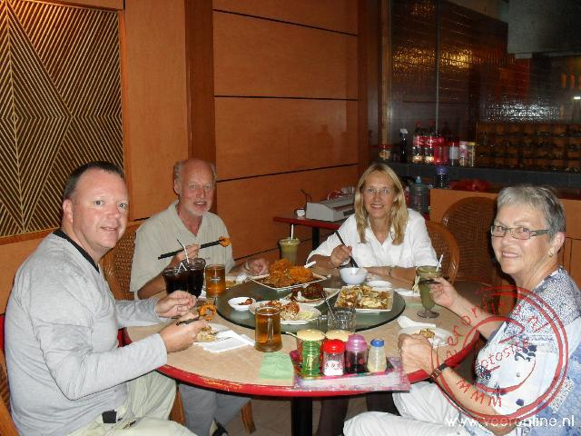 Maleisisch Borneo - Eten in een restaurant in China Town In Kuching