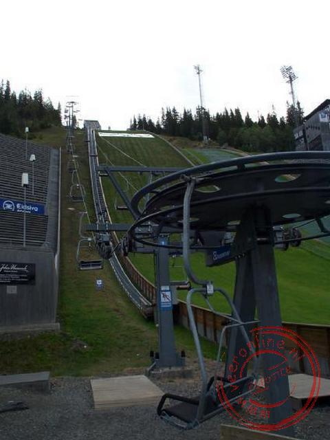 Rondreis Noorwegen - De lift naast skischans in Lillehammer