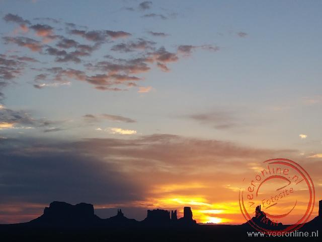 Coast to coast USA - Zonsopgang bij Monument Valley